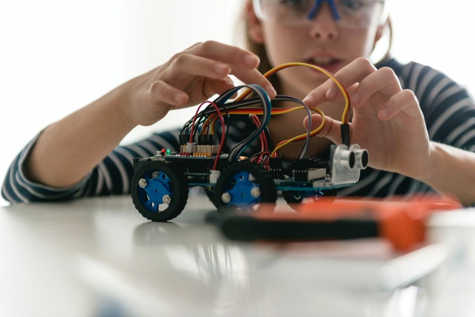 Girl builds a robotic car