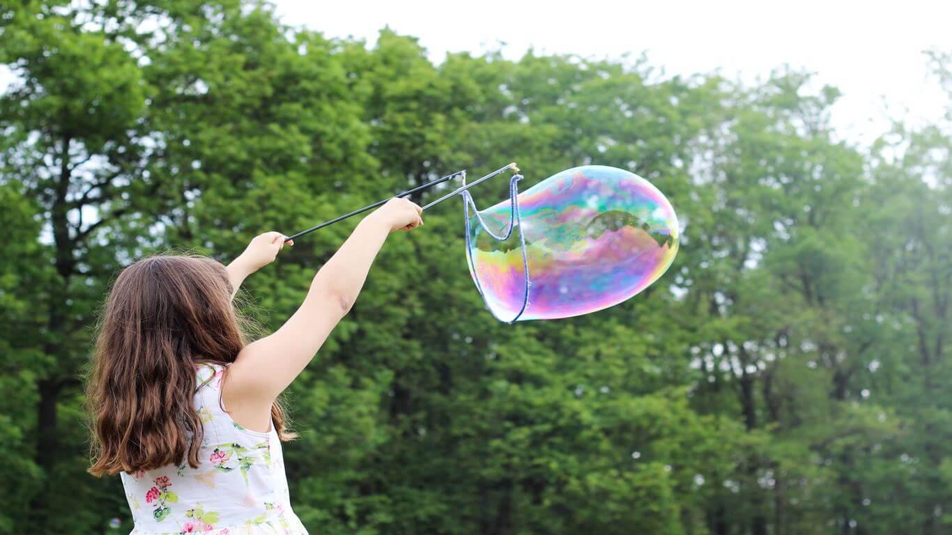 Girl_making_giant_bubble