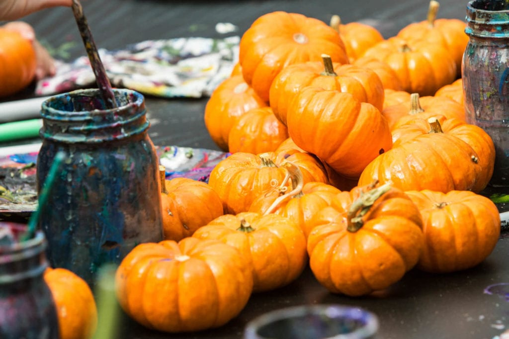 little_pumpkins_and_paint_and_paintbrush